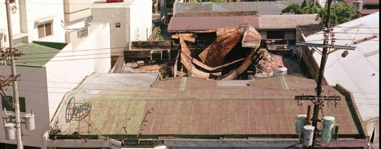 18 de marzo de 1996 - 152 muertos en el incendio de la discoteca \
