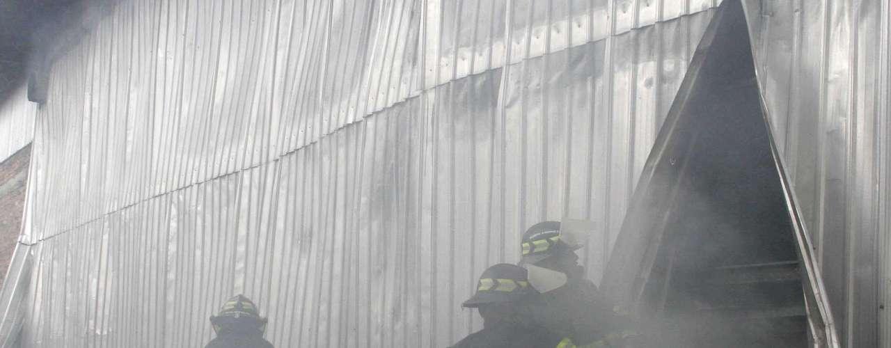 19 de abril de 2008 - Un incendio durante un concierto de rock gótico en la discoteca Factory, en Quito (Ecuador), causa 19 muertos. Las salidas de emergencia estaban cerradas con candados.