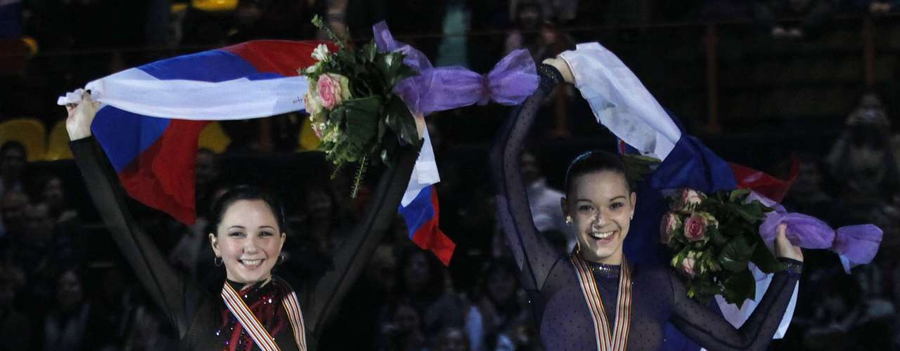 Silver medallist Adelina Sotnikova (R) of Russia and her compatriot, bronze medallist Elizaveta Tuktamysheva wave their national flags during the award ceremony for the women's skating competition at the European Figure Skating Championships in Zagreb January 26, 2013.         REUTERS/Antonio Bronic (CROATIA  - Tags: SPORT FIGURE SKATING)