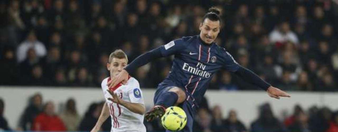 Paris Saint Germain mantuvo el liderato empatado con Lyon, gracias a su triunfo 1-0 sobre Lille, con un autogol de Aurelien Chedjou.
