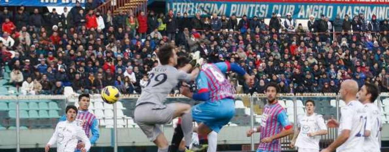Catania impuso su fuerza como local y derrotó 2-1 a la Fiorentina.