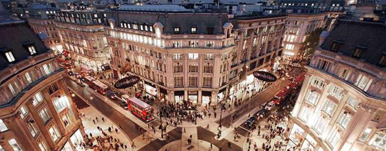 Peter Tomlinson tuvo una idea fuera de lo común. Aburrido de la monotonía de su trabajo en una agencia de mercadeo, tomó casi todos sus ahorros, renunció y se concentró en convertir un antiguo baño público cerca de Oxford Circus, en el centro de Londres, en un pequeño restaurante.