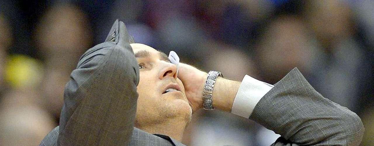 Trail Blazers vs. Clippers: Elcoach Vinny Del Negro reacciona ante una marcación arbitral en contra.