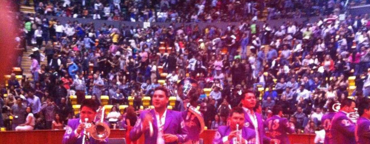 La Banda MS se presentó con éxito en el Centro de Espectáculos de la Feria de León, donde prendió al público guanajuatense que desde hace días agotó todas las localidades. En el show la agrupación estrenó su nuevo sencillo \