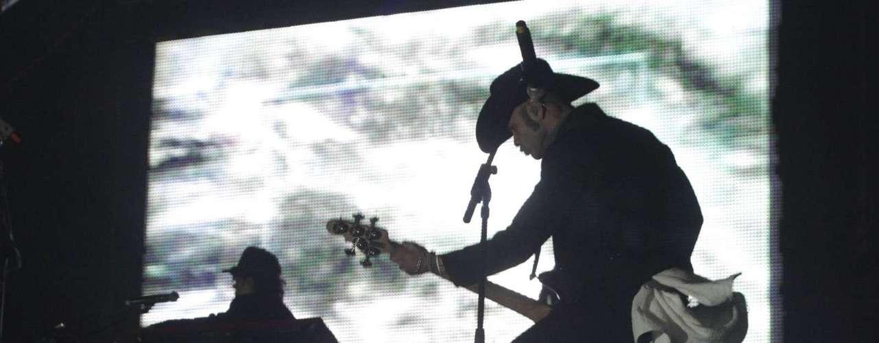 Kinky es uno más que ha hecho bailar con su esencia norteña fusionada con ritmos electrónicos a los fans de Coachella. Los regiomontanos también actuaron en 2003 y 2004.
