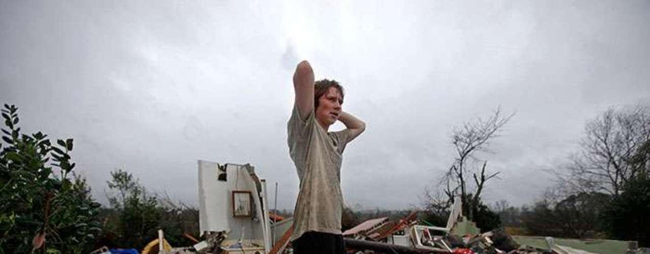 El Servicio Meteorológico Nacional dijo que los tornados tocaron tierra en Sardis, Misisipi, y dañaron severamente las viviendas en Solsberry, Indiana, dejando sin energía las áreas adyacentes. Al menos un tornado fue reportado en la zona central de Tennessee.