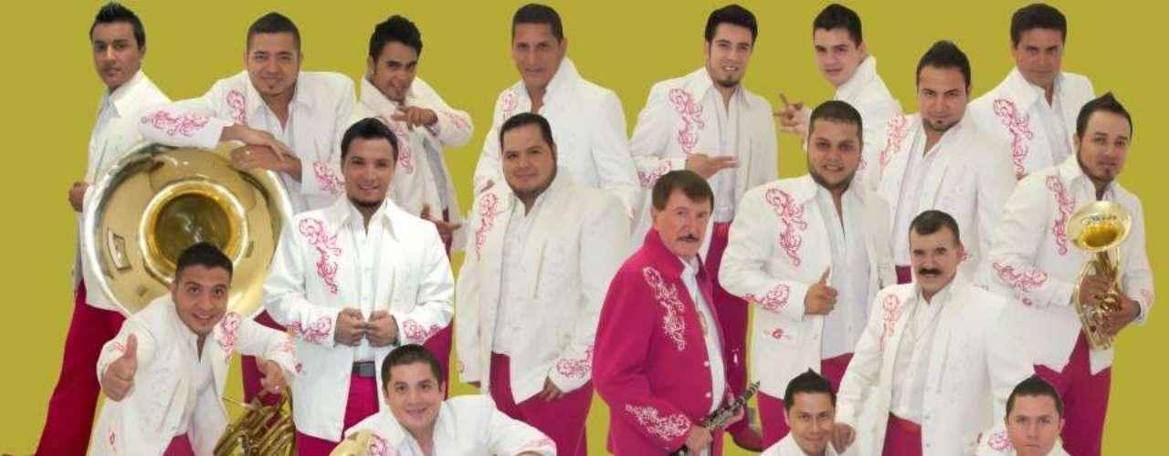 ¡Histórico! La Banda Estrellas de Sinaloa fue invitada a Londres, Inglaterra, a realizar un mano a mano con La Banda Balkans, de los músicos Boban & Marko Markovic Band, informó Notimex.