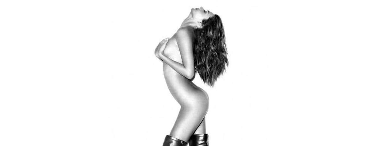 Miranda Kerr. La australiana ha posado desnuda múltiples veces aunque casi siempre para revistas de moda. En 2012 hubo una gran polémica porque se publicaron sin su permiso unas fotos donde aparecía sin ropa justo antes de las que publicaría Harper's Bazaar. Su belleza y talento hicieron que en 2012 ganara cuatro millones de dólares.