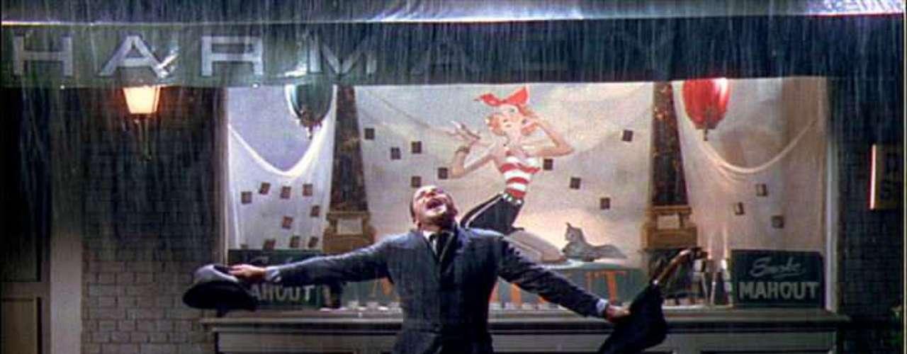 Gene Kelly, Debbie Raynolds y Donal O'Connor protagonizaron el que seguramente es el mejor musical en la historia del cine: 'Cantando bajo la lluvia'. Esta comedia se estrenó en 1952 y alcanzó gran popularidad más allá de las fronteras de Estados Unidos. 'Singin' in the Rain' es un clásico que sobrepasó los límites del séptimo arte.
