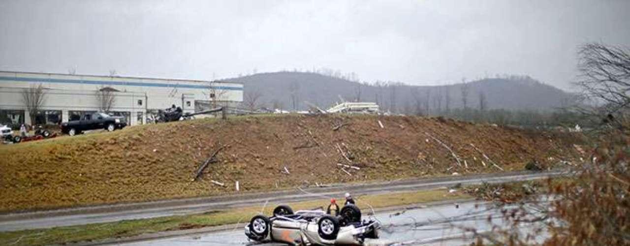 El Servicio Meteorológico de EE.UU. ha decretado una alerta de fuertes tormentas para la región sureste del país, y se espera que el sistema tormentoso se desplace a lo largo de la tarde hacia Virginia y Carolina del Norte. (Fuentes: Agencias)