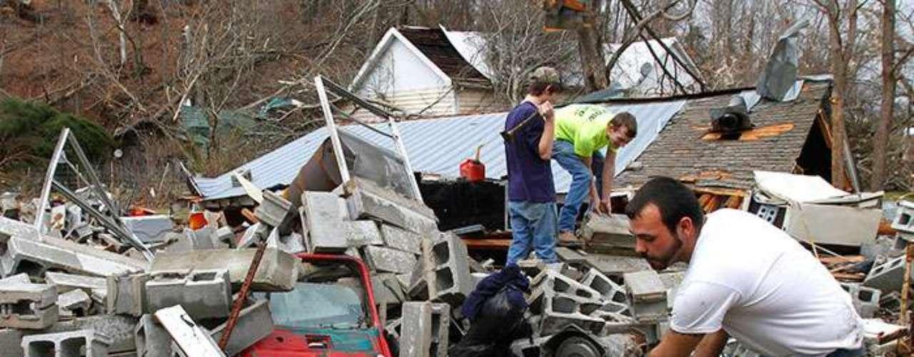 Casi una decena de estados se han visto afectados entre ayer y hoy, entre ellos, Arkansas, Kentucky, Indiana, Misuri y Misisipi, donde se estima que varias decenas de miles de hogares se encuentran sin suministro eléctrico.