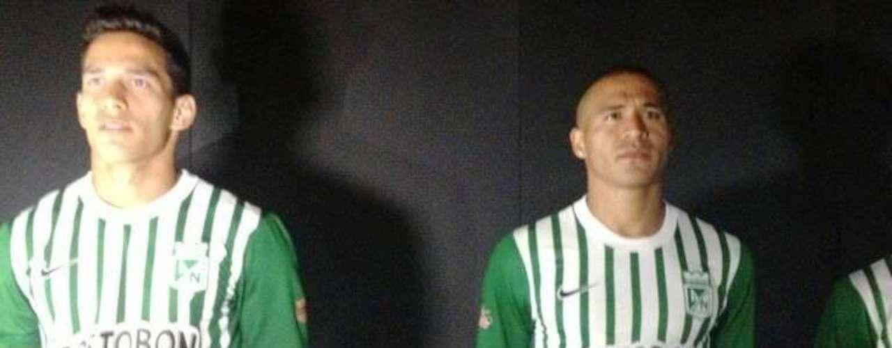 Diego Arias y Macnelly Torres lucen el uniforme Nike oficial de Atlético Nacional.