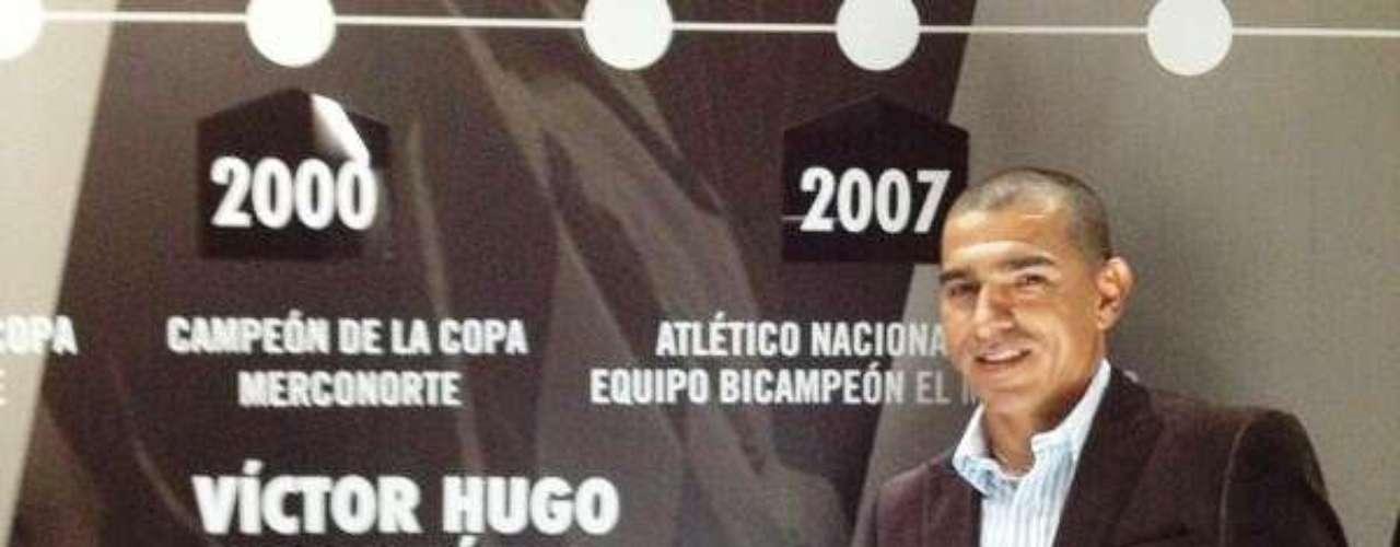 Víctor Hugo Aristizabal, gran ídolo verdolaga, presente en el lanzamiento de la camiseta Nike oficial de Atlético Nacional.