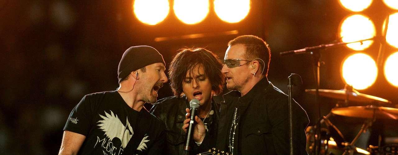 La banda irlandesa U2 también se robó el show, y se juntaron con Green Day para hacer una versión de \