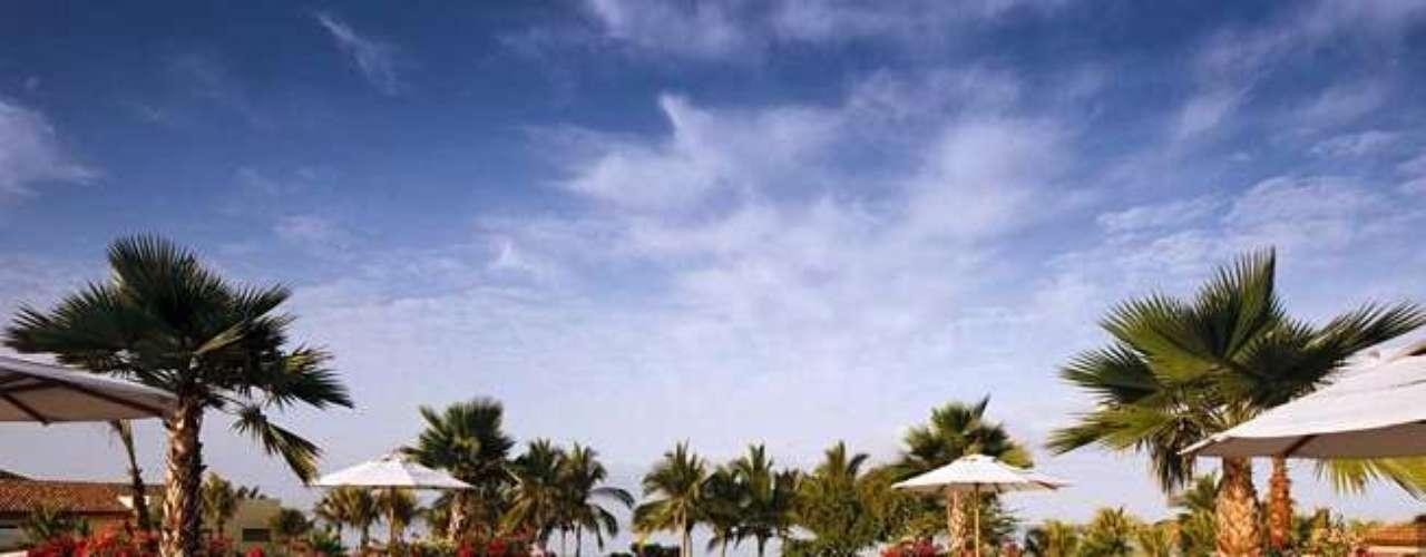 De acuerdo con información extraoficial, la familia presidencial se encuentra hospedada en el hotel St. Regis, uno de los dos más lujosos del destino turístico nayarita.