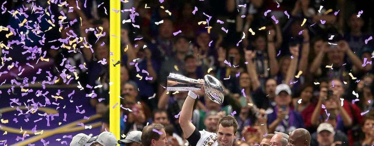 Los jugadores de los Cuervos de Baltimore festejaron en grande tras conquistar su segundo título de Super Bowl en la NFL al derrotar por 34-31 a los 49ers de San Francisco en el Super Bowl XLVII