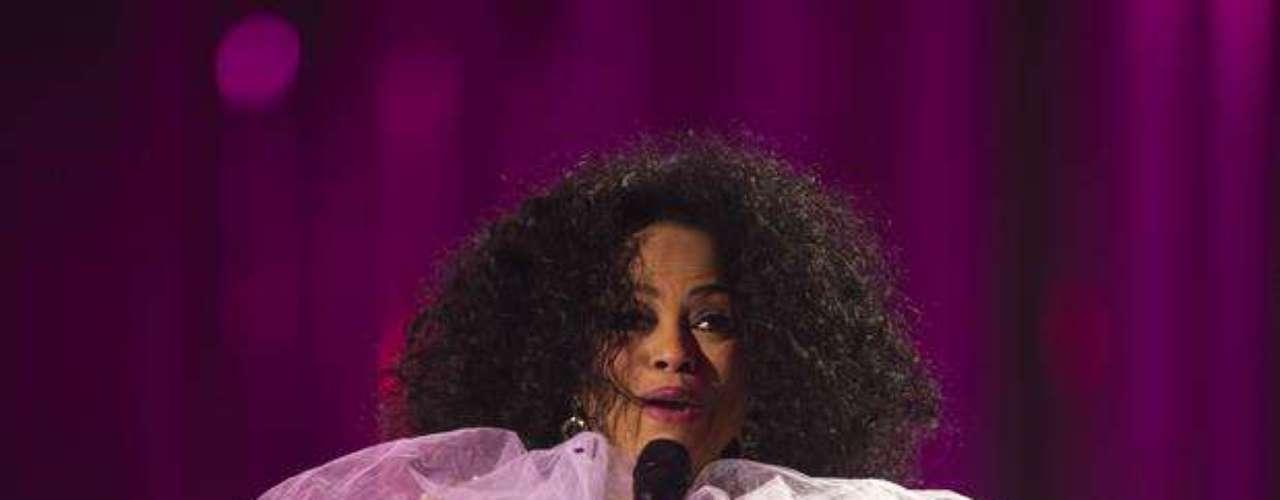El ícono femenino de la música disco, Diana Ross, no cuenta con este galardón a pesar de que en 1993 se convirtió en la artista con más canciones número uno en la radio.