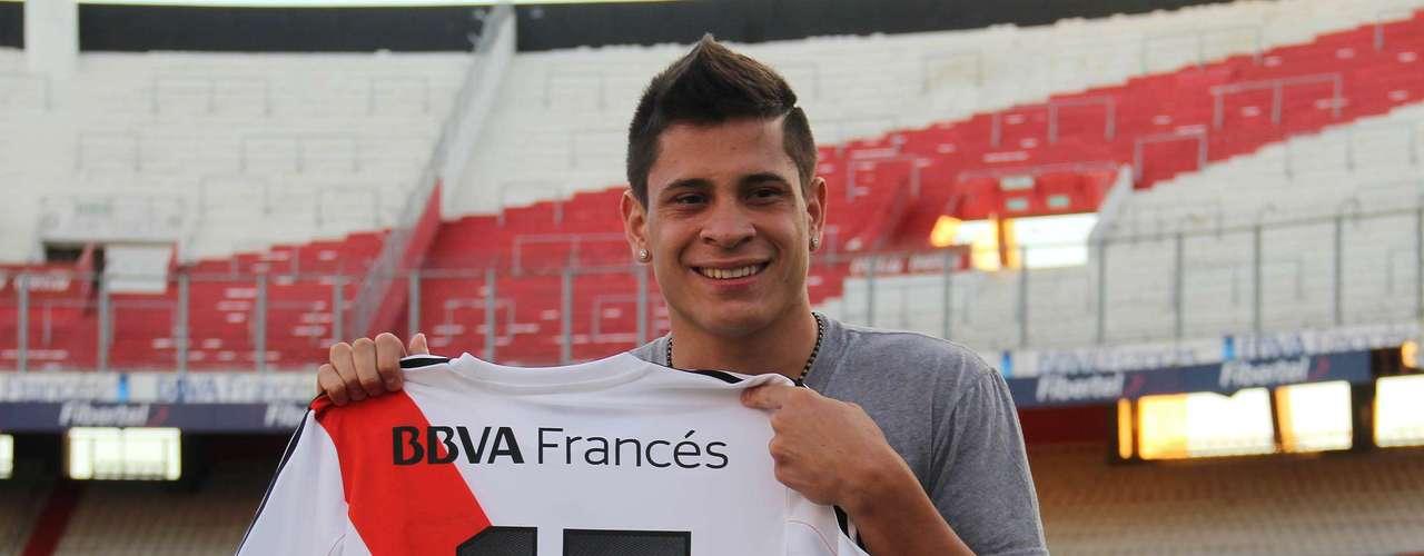 Juan Manuel Iturbe: Tras varias idas y vueltas, el juvenil llegó a River. Se mostró muy feliz de poder venir a Argentina, ya que en el Porto no tenía lugar. No la tendrá fácil para ser titular, pero los hinchas se ilusionan con sus gambetas.