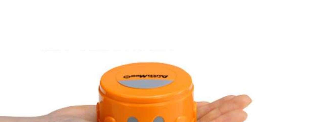 Los aparatos con pantalla sensible al contacto evolucionaron mucho los últimos años, pero aún enfrentan el problema de las huellas dactilares en el cristal. Para limpiarlas, la compañía japonesa Takara Tomy creó el robot AutoMee S. Según el sitio The Verge, el robot tiene cerca de 7 centímetros de diámetro y es una especie de Roomba (aspirador de polvo automático), pues hace movimientos circulares sobre la superficie.