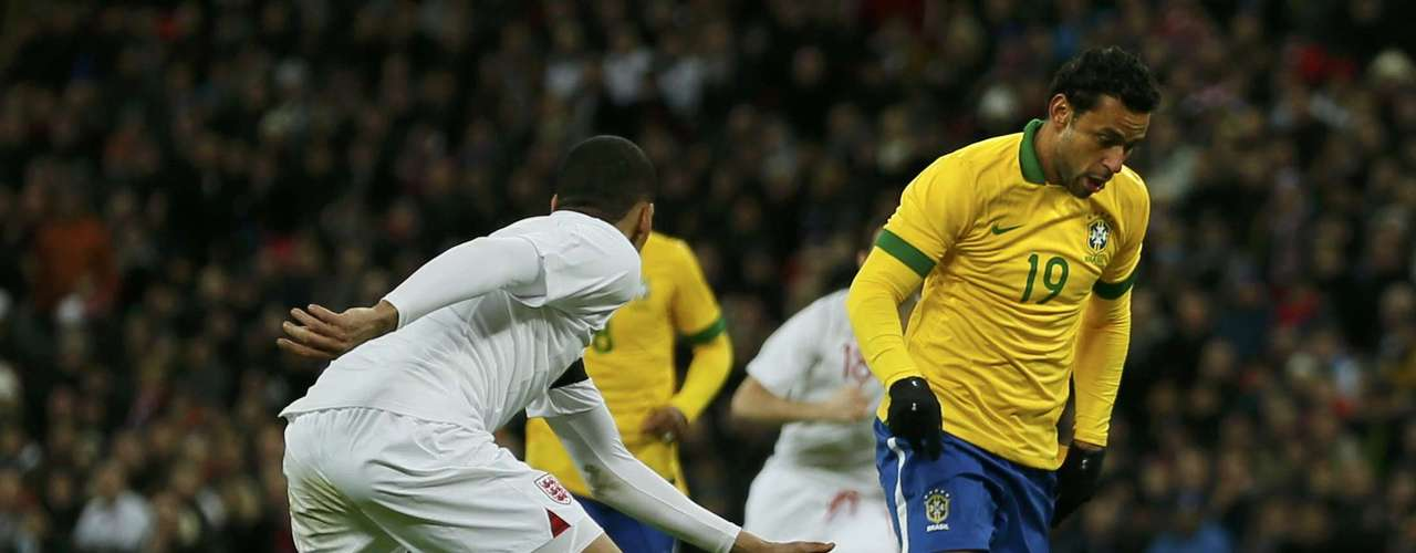 Brazil's Fred (R) controls the ball on the way to score the equaliser against England.