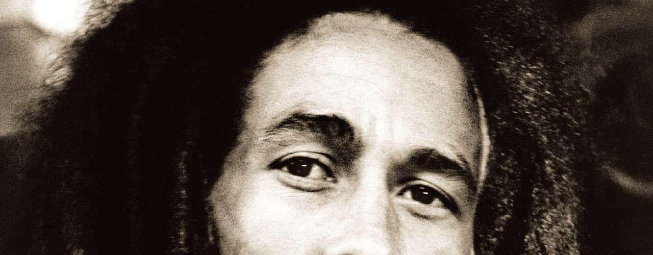 El 6 de febrero de 1945 nació Bob Marley, una de las más grandes estrellas que ha dado la música a través del tiempo. El músico y compositor jamaiquino, fallecido el 11 de mayo de 1981, se convirtió en toda una leyenda del reggae mundial con éxitoscomo 'I Shot the Sheriff', 'No Woman, No Cry', 'Jamming', 'Redemption Song', entre otros.
