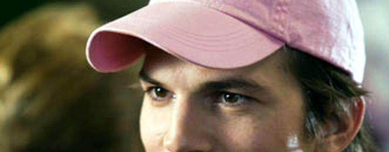 Se aseguró que Kutcher compró a Demi Moore un coche ecológico de 100 mil dólares, para evitar así su separación.