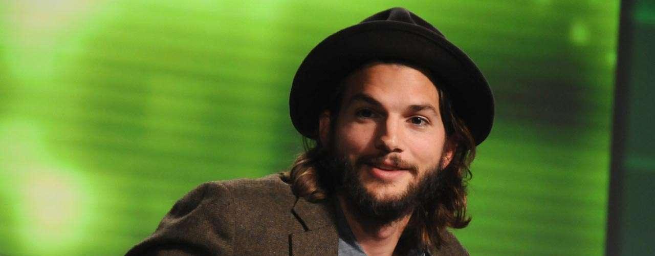 Dicen que Ashton Kutcher asistía al lugar de bronceado a donde acudía Demi Moore y pedía que le cargaran sus sesiones a la cuenta de la actriz, y eso que ya se habían separado.