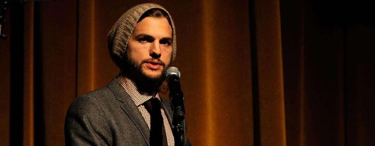 Ashton Kutcher pagó 200 mil dólares para viajar a la luna, el actor ya tiene su pase de abordar.