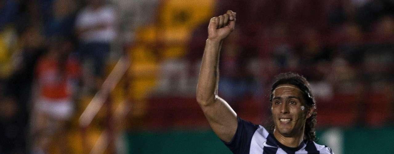 Aldo de Nigris tiene gol y aparte sabe jugar de 'poste' en el eje de ataque de Rayados.
