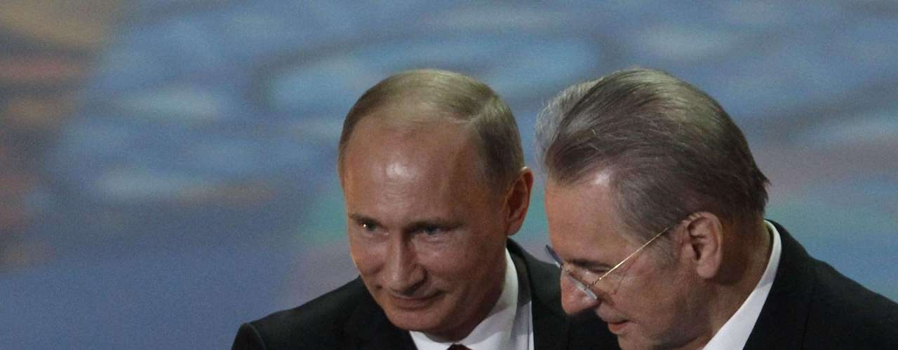 Russian President Vladimir Putin (L) and International Olympic Committee President Jacques Rogge launch a countdown clock for the 2014 Winter Olympics.