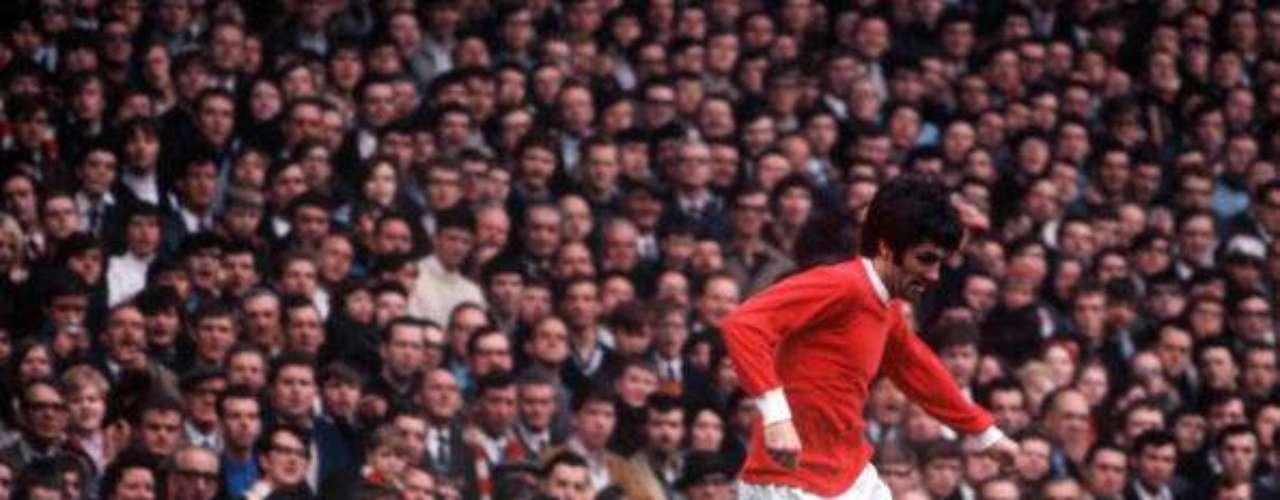 Uno de los primeros grandes ídolos de la afición de Old Trafford, George Best inició la tradición de los grandes futbolistas que han portado el 7 de los Red Devils. Poseedor de un regate casi único, con el United, el norirlandés ganó dos veces la Liga inglesa, dos Charity Shields, una Copa de Campeones de Europa, además de un Balón de Oro.
