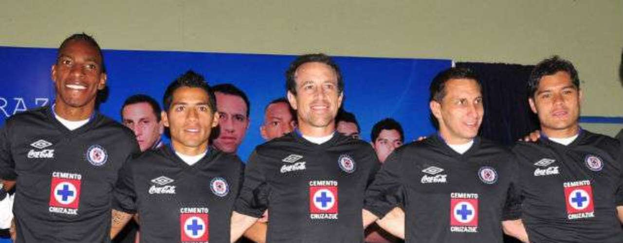"One of the most popular clubs in Mexico, Cruz Azul presented this new black jersey to be used during the tournament. The team ""broke"" with their usual tradition of white and blue."