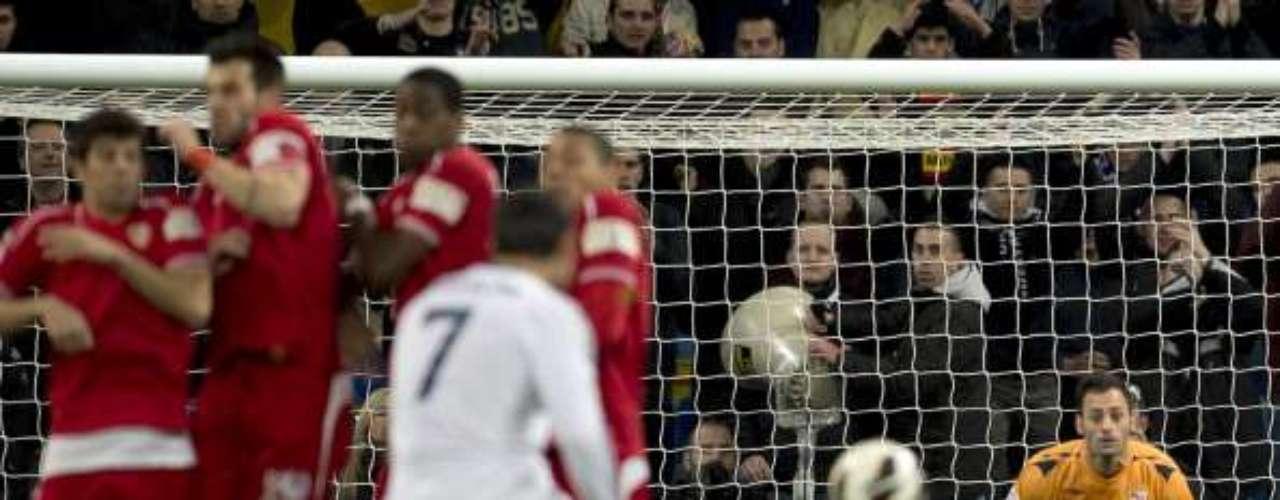 El Madrid consigue una plácida goleada, con hat-trick de CR7, antes de recibir al Manchester United