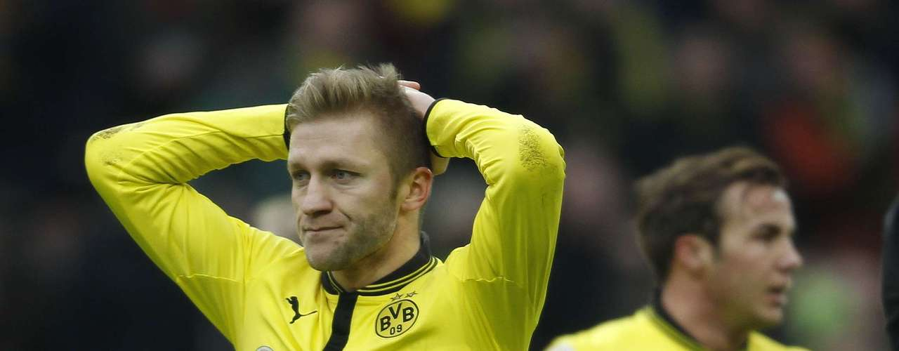 Borussia Dortmund's Jakub Blaszczykowski and Mario Goetze (R) react after losing against Hamburg