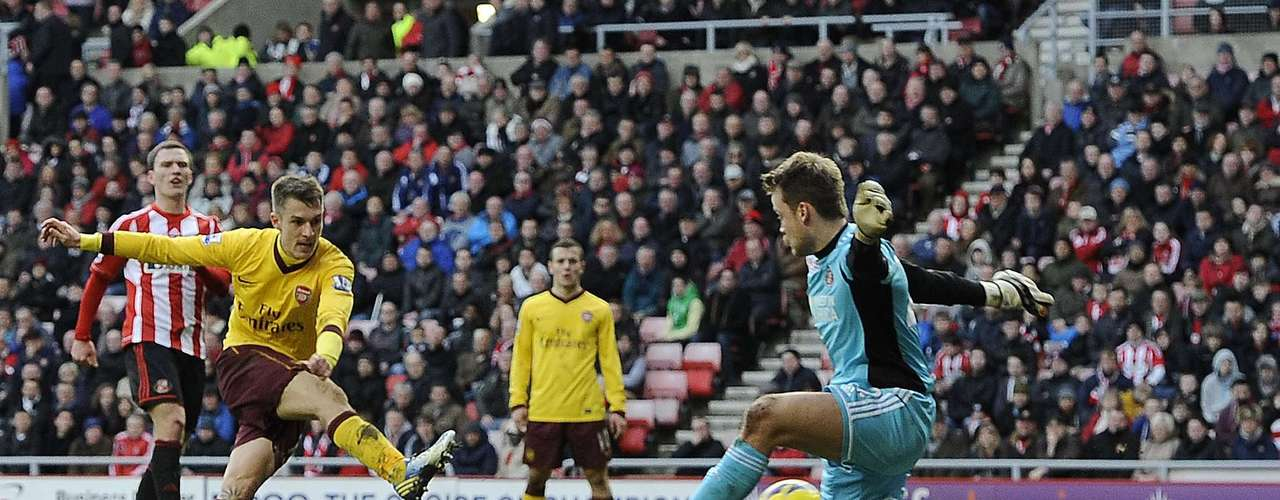 Arsenal's Aaron Ramsey's (L) shot is saved by Sunderland's Simon Mignolet (R).