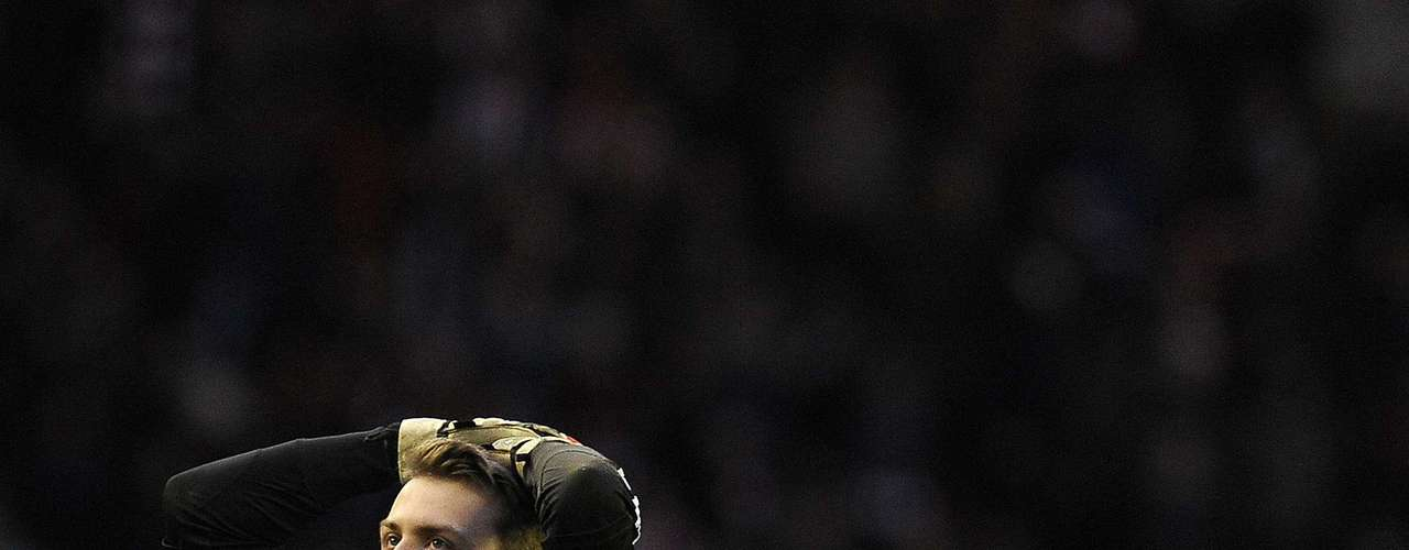 Sunderland's goalkeeper Simon Mignolet reacts after getting a goal against.