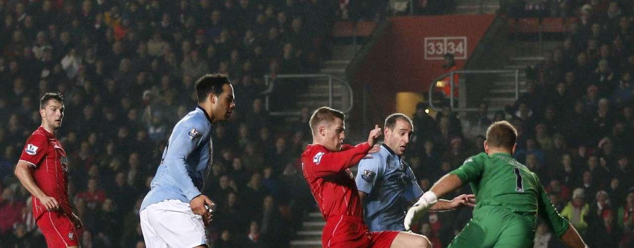 Southampton's Steven Davis (C) scores Southampton's second goal.
