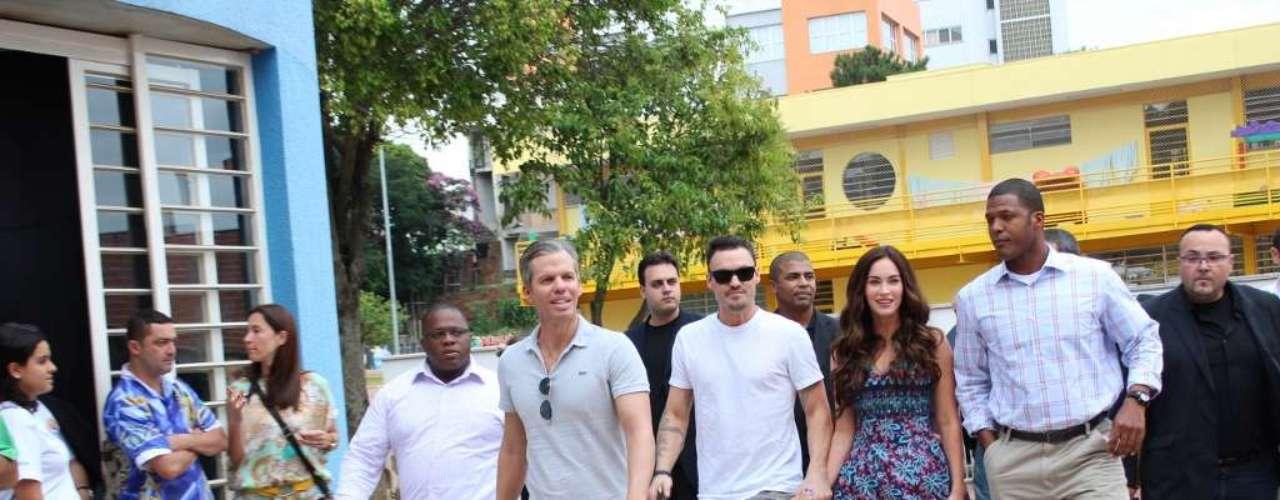 Megan Fox llegó a Sao Paulo y visitó la comunidad de Heliópolis