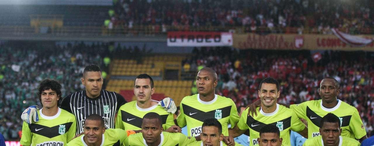 Atlético Nacional salvó un punto en Bogotá, al igualar en los últimos 10 minutos un partido que tenía perdido 2-0 ante Independiente Santa Fe.