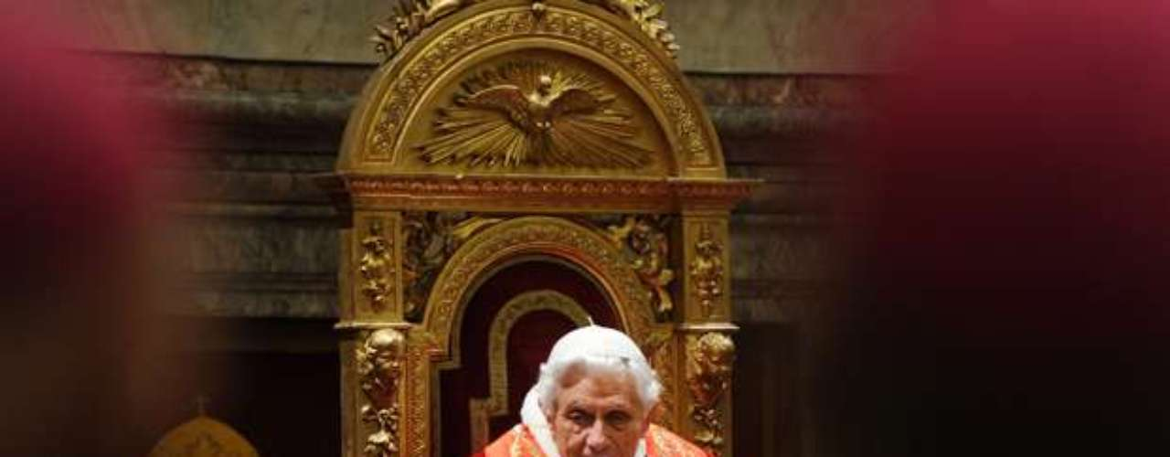 Renuncia del Papa Benedicto XVI y distintos momentos de su pontificado. El paso del tiempo en el Papa Benedicto XVI