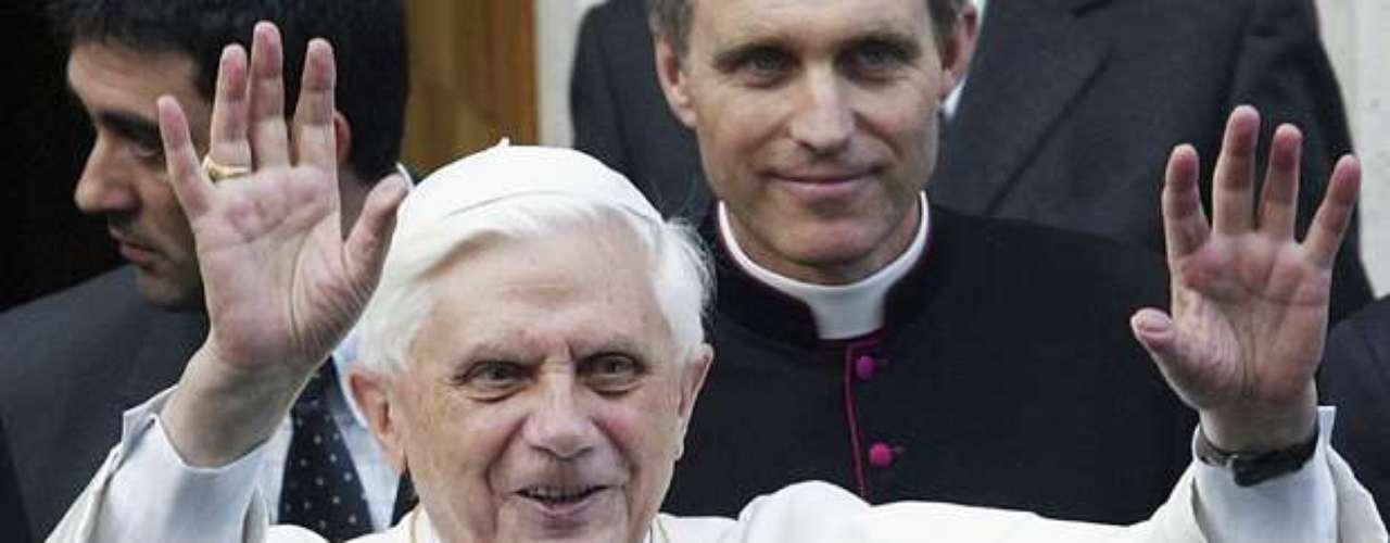 Renuncia del Papa Benedicto XVI y distintos momentos de su pontificado