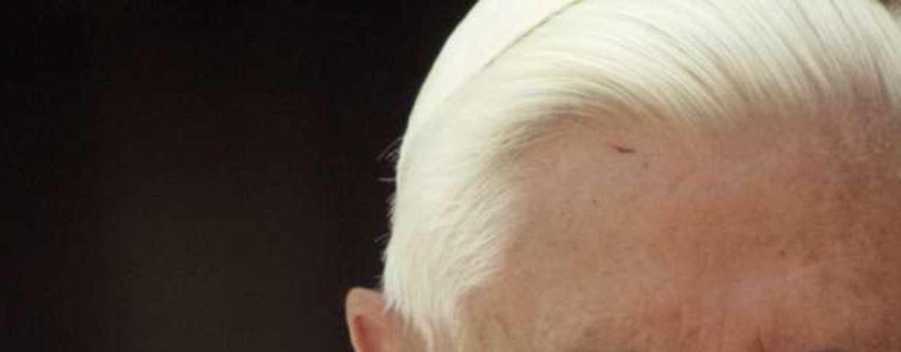 Renuncia del Papa Benedicto XVI y distintos momentos de su pontificado. En esta imagen se aprecia el rostro del Papa recién elegido