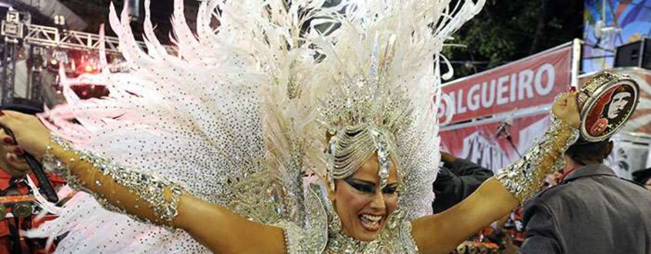 Brazilian film star Viviane Araujo belongs to the Academico do Salgueiro samba school and delighted thousands of attendees with exotic steps, which they erupted in cheers as they recognized them.