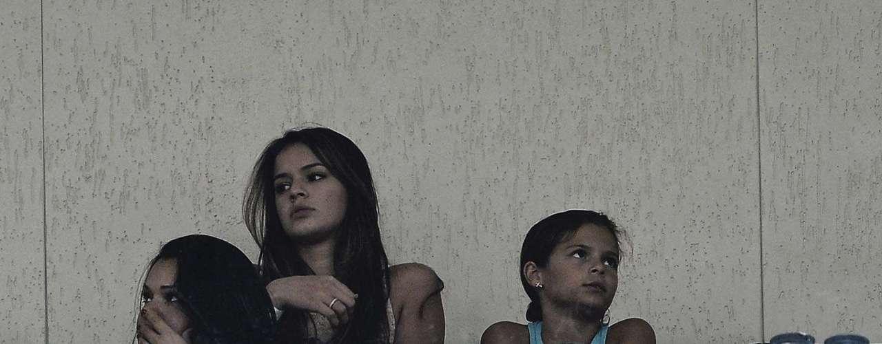 Mismo negando affair con Neymar, la actriz fue fotografiada en Pacaembu, el 11 de febrero de 2013, durante un partido de Santos.