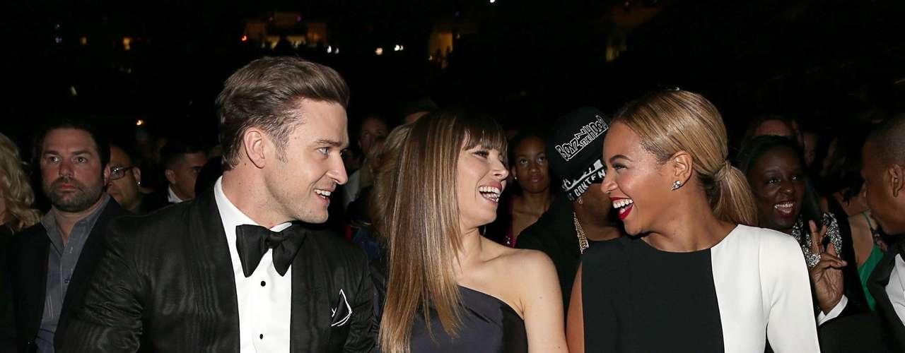 Beyoncé entabla una amena charla con Justin Timberlake y su pareja Jessica Biel.