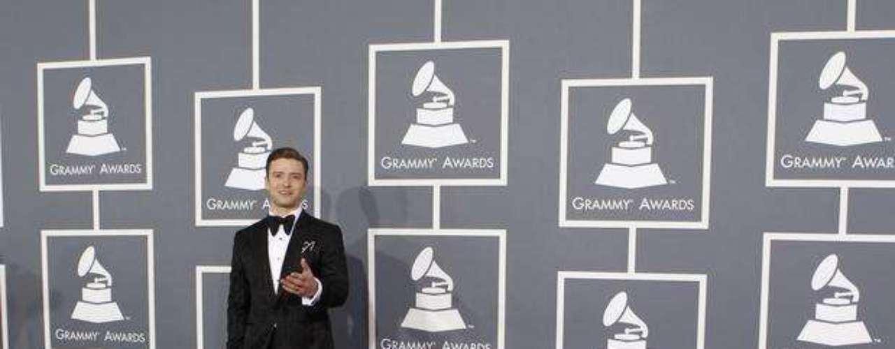 Justin Timberlake, una de las estrellas más esperadas de la noche, lucía im-pe-ca-ble. Ese fue su evento, no sólo en la alfombra roja, sino en el escenario, donde presentó su nuevo álbum titulado 20/20.