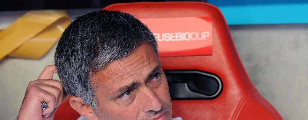 Inter de Milán le abrió las puertas y los títulos cayeron en cascada, dos campeonatos de liga, una Copa Italiana, una Supercopa de Italia y el más importante, la Champions League en los 108 partidos dirigidos en los que apenas tuvo 15 derrotas.