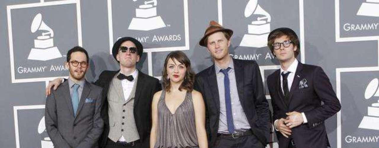 The Lumineers, un grupo excepcional. Mirando la imagen, parece que estuvieran posando para una lente de los años 80's.