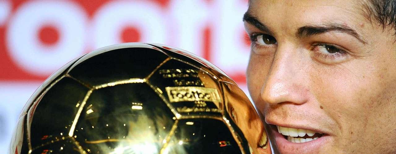 El año 2008 lo coronó consagrándose además el mejor jugador del Mundo, pues la FIFA y France Football le otorgaron el balón de oro.