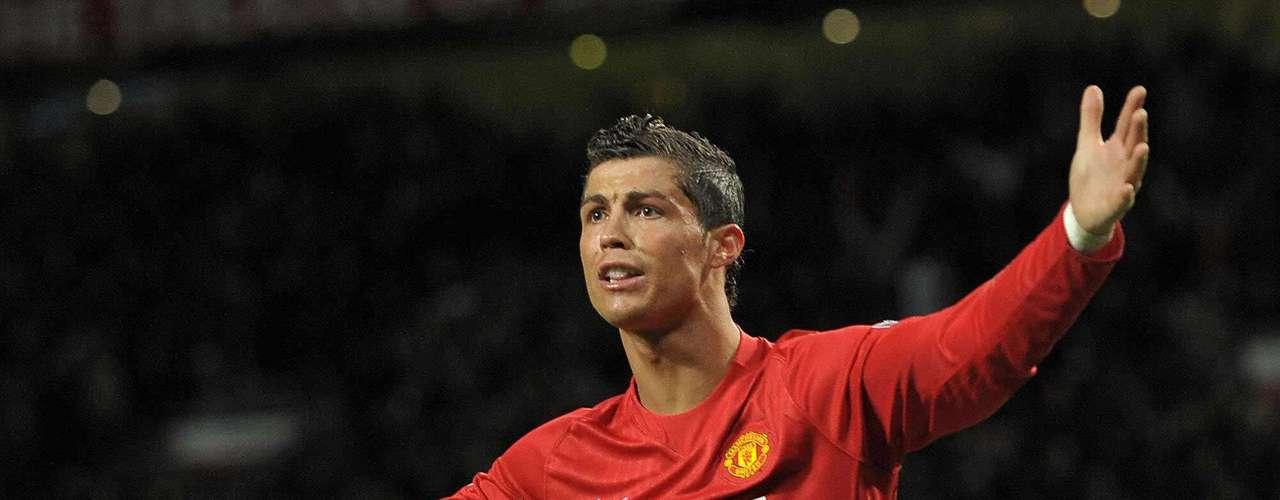 Aunque muchos le critican que no aparece en los memntos clave, Cristiano ayudó al United a llegar a la final de la Champions League 2008con un cabezazo ante el Chelsea, rival que siempre le complicó al United en la estancia del portugués.